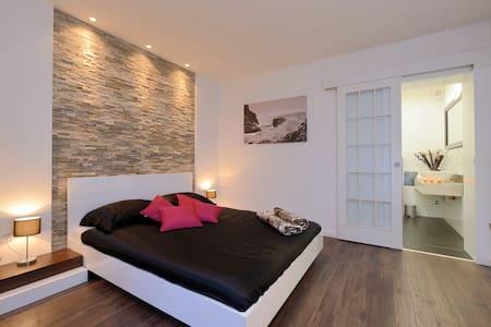 deluxe king size bedroom - Zadar - Aamiaismajoitus