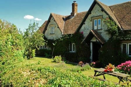 Dove Cottage Bed & Breakfast - Bed & Breakfast