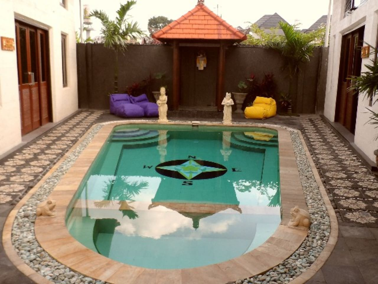 the main feature HUGE plunge pool