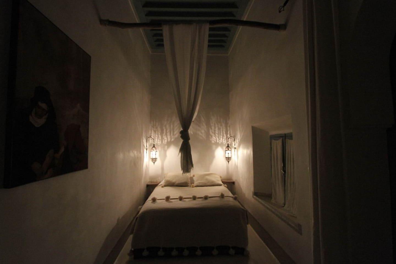 Le lit de la  chambre Melhef