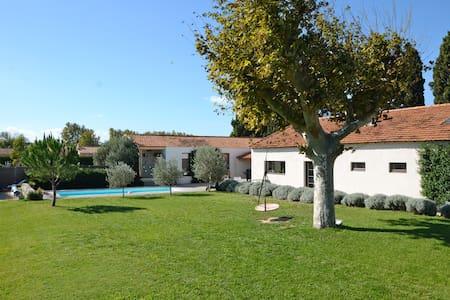 Villa loft contemporain en Provence - La Barben
