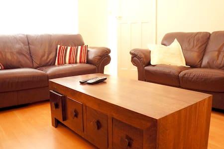 Ideal house for Norwich City break  - Casa