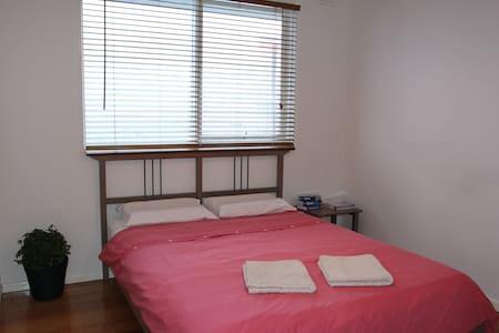 Room In Lovely Kensington Melbourne