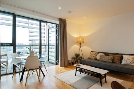 Luxury design apt w spacious sunny balcony - London - Lägenhet