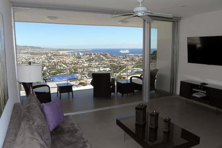 2 Bed/2 Bath with Gorgeous View Close to Marina - Cabo San Lucas - Wohnung