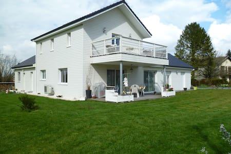 maison dans campagne béarnaise - House