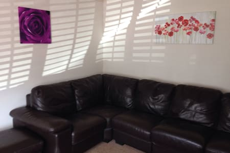 2 bedroom stylish house - great location 4M1/Uni's - Long Eaton