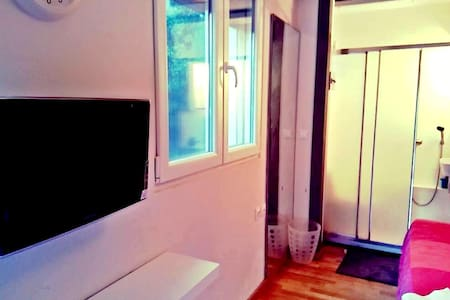 Studio near station in Athens - Huis