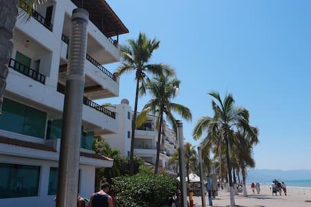 Malecon 1 ocean front studio ! - Puerto Vallarta - Appartamento