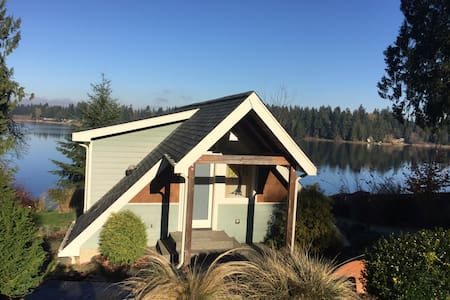 Beautiful lakefront cottage! - Olympia - Talo