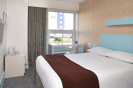 Big Sleep Hotel Eastbourne - Eastbourne