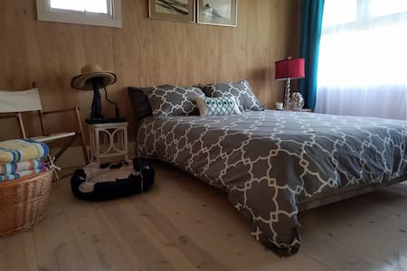 Little Jumping Dog House on Fire Island/Queen Room - Bed & Breakfast