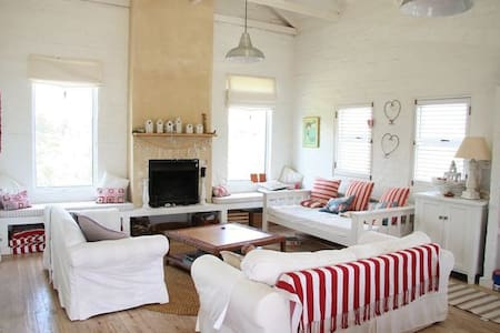 The Crowded House, 586 Anne Road, Pringle Bay - Huis