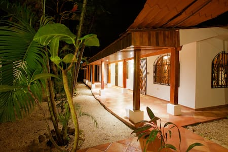Newly Renovated Room Near Beach - Nosara - Departamento