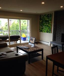 Cozy room in clean modern house. - Hus
