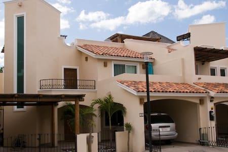 Casa Catarina (Ladybug house) - La Paz - House