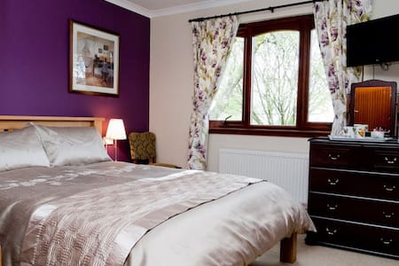 Woodland House - Bed & Breakfast