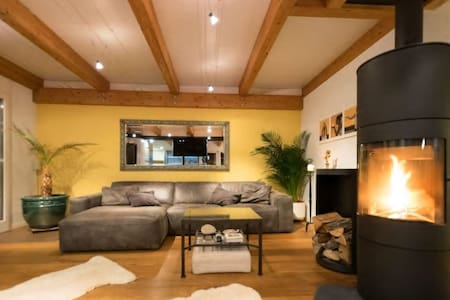 Room in Chalet House over Lake Thun - Huis