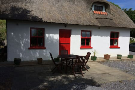 Thatch Cottage in West Cork - Rumah