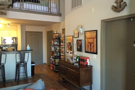 Modern 2BD Loft in Downtown Austin