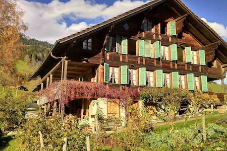 Bauernhaus mit Charakter und Charme - Oberwil im Simmental - House