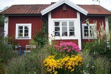 Stuga nära Nättrabyån - Blockhütte