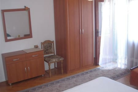 Private room close to the beach +breakfast - Drašnice