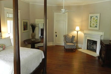 Jones Room - Leland - Bed & Breakfast