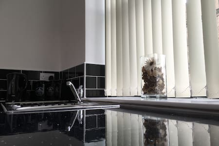 Newly refurbished - Stunning Studio Apartment - Bradford - Appartamento