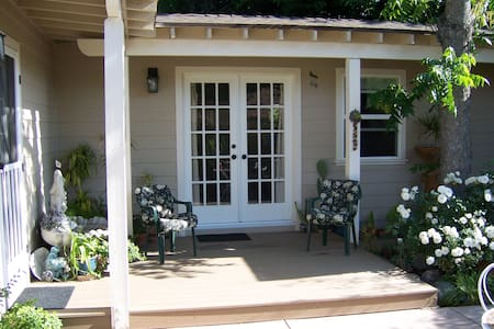 Retreat Suite in the Heart of Ojai