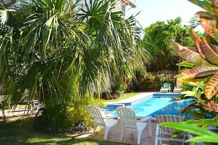 Cosy Condo with Pool 50m from beach