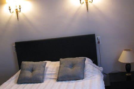 chambre1 chez l'habitant dans villa - Orange - Villa