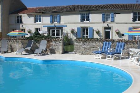 Delightful Double Room -  La Maison des Tournesols - Vallans