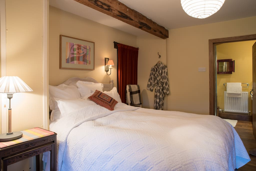 'The Granary' is our Ensuite room, with oak floorboards and original beams.