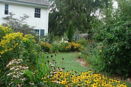 Stonehaven - Historic Farmhouse - 'Colonial Suite' - Radnor - Maison