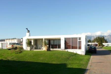 Gordons Bay Beach House - Huis