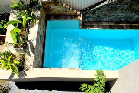 Maison, voiture inclue et piscine - Rumah