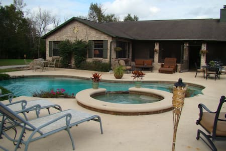 4 BR / 2 BA Gated Equestrian Ranch  - Casa