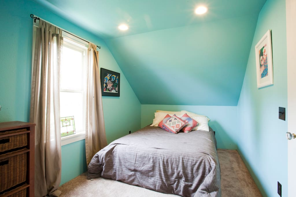 """blue room for rent  (8' 4""""  x  16') small but comfy"""