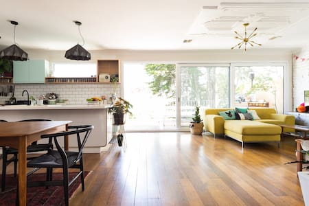 Melbourne home with a pool - Pascoe Vale South - Hus