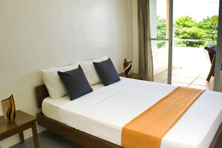 1 Bedroom Condo w/ Sea & SunsetView - Daire