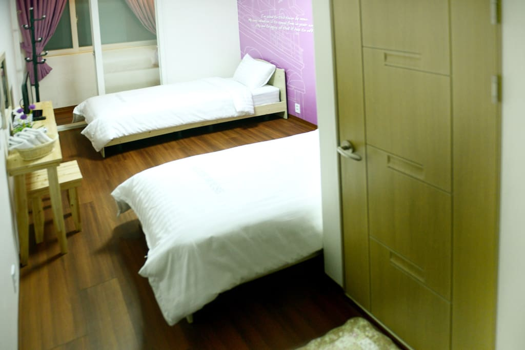 Lovely Lavinia Dormitory room ##