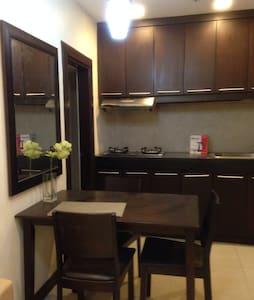 QC Condo in GMA MRT station - Apartament