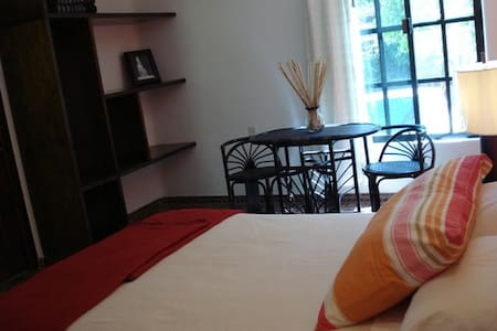 Casa bonita cerca de las Misiones de JuníperoSerra - Bed & Breakfast