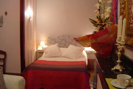 ROMANTIC LOUIS XV ROOM - Bed & Breakfast