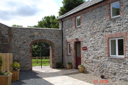Loughbrickland Courtyard-Lisnagade - Loughbrickland - House
