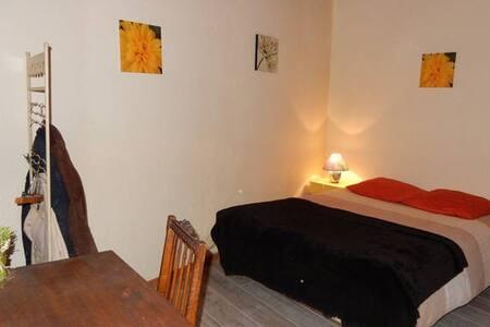 Petite chambre pour une étape ou stagiaire - Wohnung