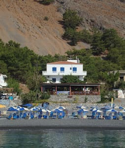 Gigilos sea view rooms,Agia Roumeli - Αγία Ρούμελη - Bed & Breakfast