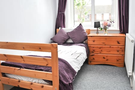 Single room with Wifi North London - Talo