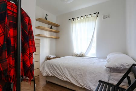 Cosy room for short stays - London